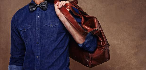 おしゃれな革製ショルダーバッグの写真